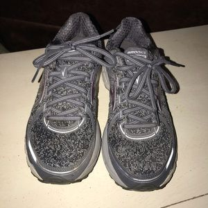 Brooks running shoes barely worn